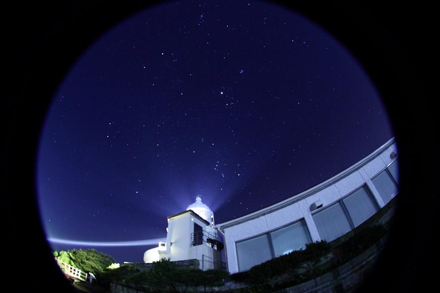 「師走の夜の美保関灯台」野島幹(島根県)