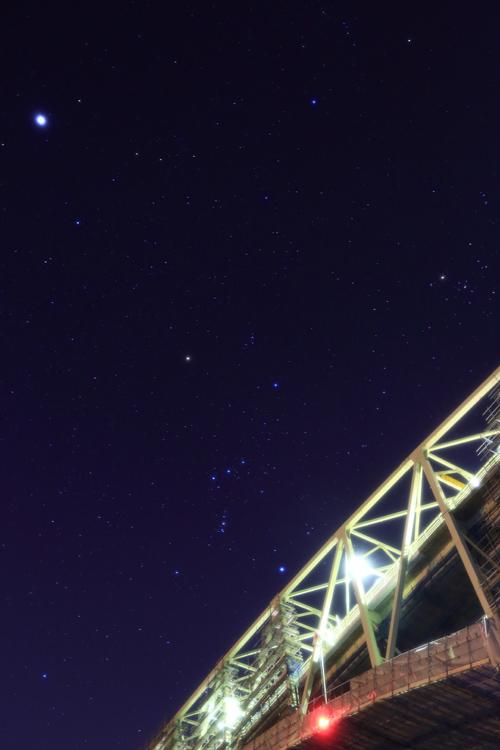 境水道大橋を渡るオリオン 野島幹(島根県)